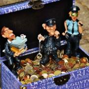Gefüllte Geldkiste aus Steuergeldern - Corona Sorforthilfe